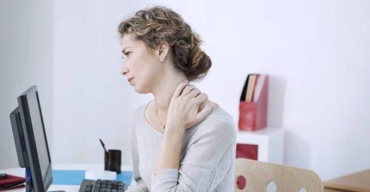 Cervicalgie aiguë et maux de tête